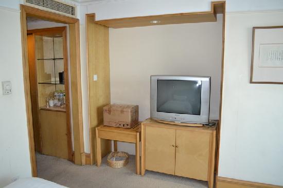 Phoenix Palace Hotel (Hunan Road) : 老电视机,还不是纯平