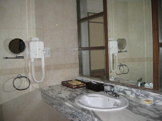 Chaoyang Hotel Of Grand Epoch City : 卫生间洗漱台