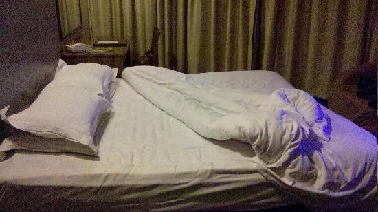 "Anguo, סין: 发现有""方便面""的床单"