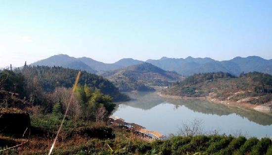 Pan'an County, China: 农家乐水库风景之一