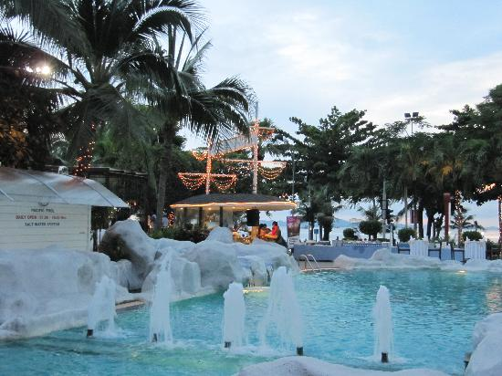 A-ONE Pattaya Beach Resort: 酒店晚餐