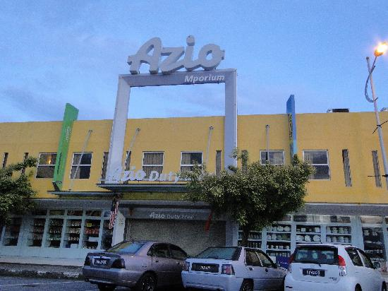 أزيو هوتل آند رزيدنسز: 楼下的免税店