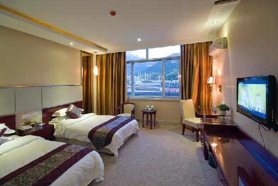 Taishan Tianwaicun Hotel: 标准间