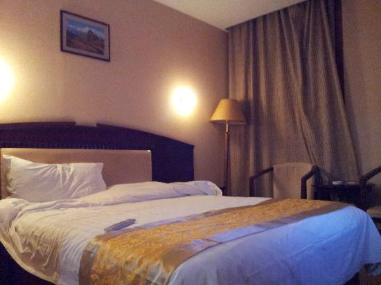 Guomen Business Hotel: Bed
