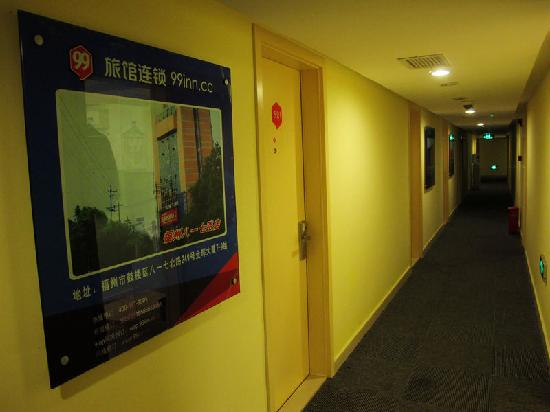 99 Inn Chengdu Huaishu Street: 客房外走廊