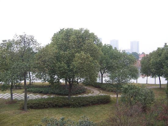 Jinling Resort Nanjing : 由阳台看出去环境非常不错