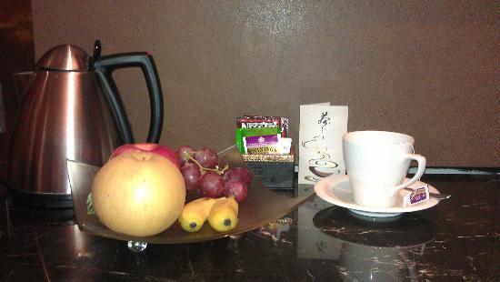 Glenview ITC Plaza Chongqing: 茶和水果