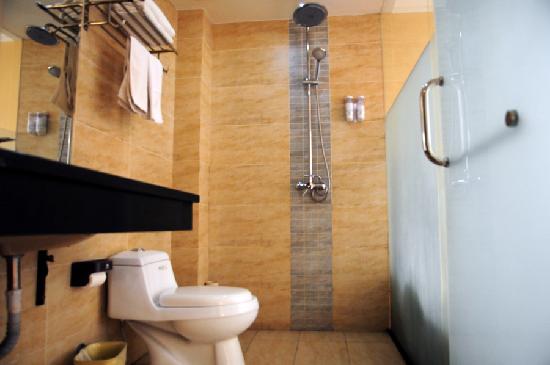 Jincheng Hotel (Lichuan Jiangyuan): 利川金城酒店江源店浴室