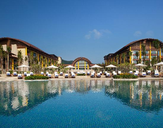 The St. Regis Sanya Yalong Bay Resort: 中心恒温泳池