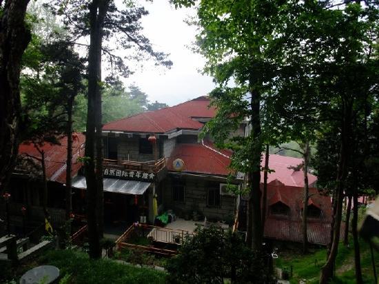 Lushan Nature International Youth Hostel : 旅舍外观,很幽僻的感觉。
