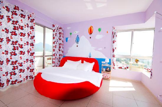 Shell Hostel Sanya: 山海景蜜月圆床房