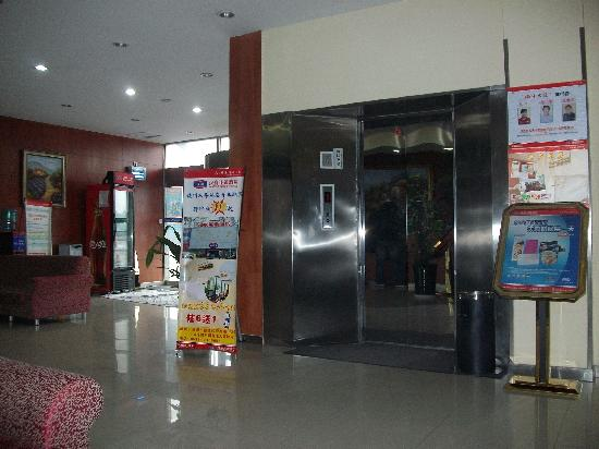 Hanting Express Qufu Terminal Market: 酒店大堂