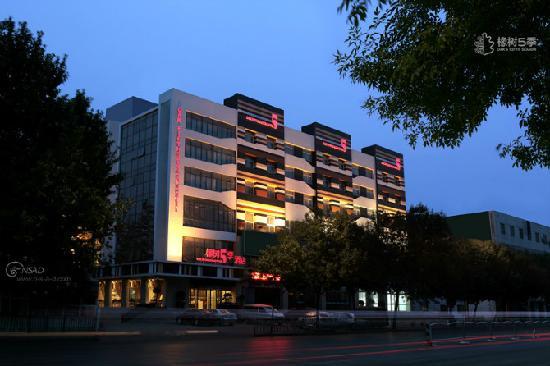 Oak Fifth Season Hotel