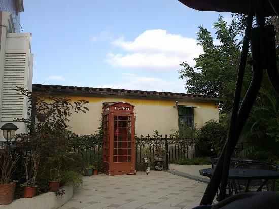 Fra.Villa Dora Manor: 旅馆门口的电话亭?!~
