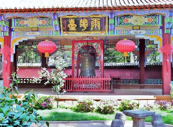 Huating Temple : 昆明华亭禅寺内的雨华台