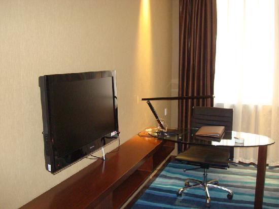 Jinjiang MetroPolo Hotel Baohe: 独立写字台及液晶电视