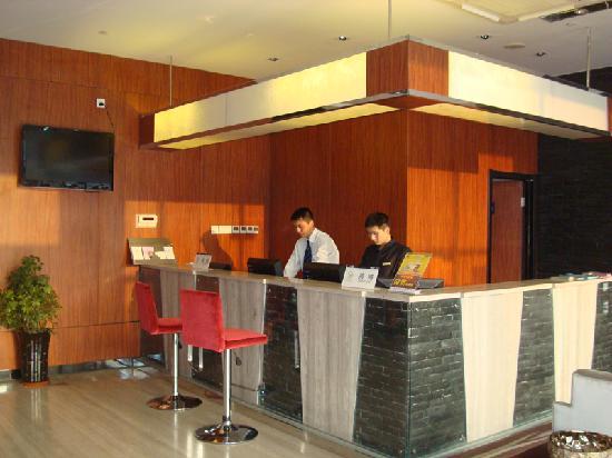 Jinjiang MetroPolo Hotel Baohe: 总台
