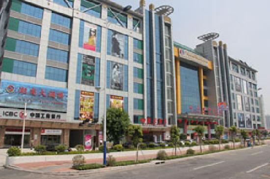 Yifeng Hotel: 酒店外观