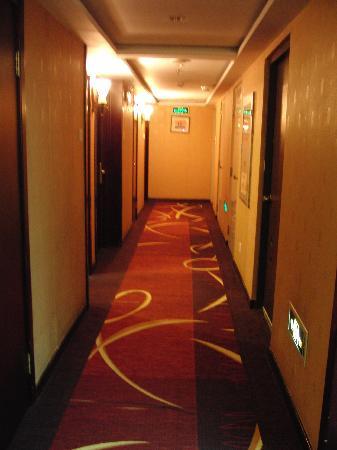 Xin Tian Di Hotel: 楼层走道