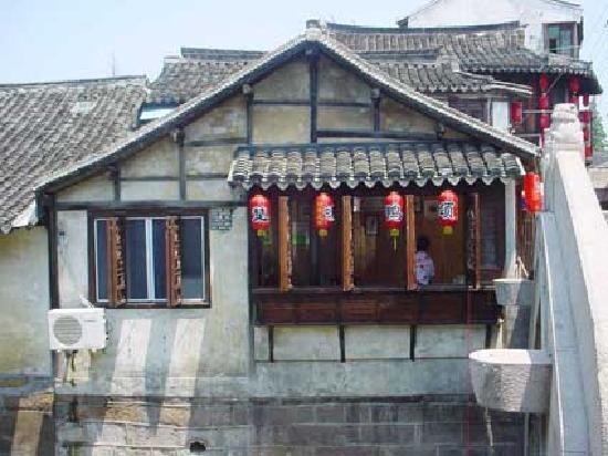 Shanghai Xinchang Ancient Town: 古镇小吃店