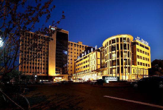 Qingdao Blue Horizon Hotel(Lichang): getlstd_property_photo