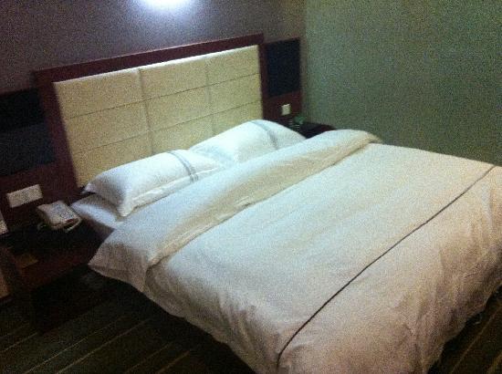V9 Holiday Hotel