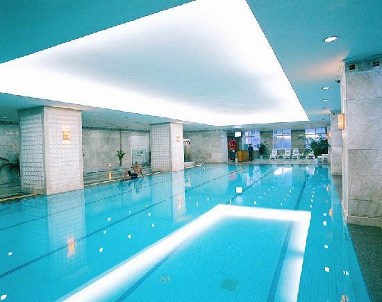 Central Plaza Hotel: 游泳池