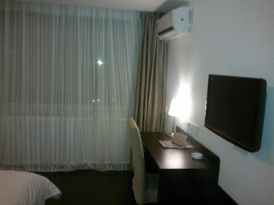 Jiahe International Express Hotel: 写字桌