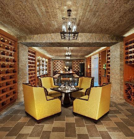 The St. Regis Sanya Yalong Bay Resort: 醒酒廊1