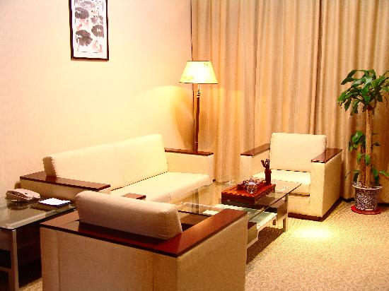 Hongji Hotel: 套房客厅