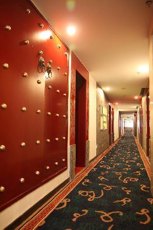Huguosi Hotel: 楼道