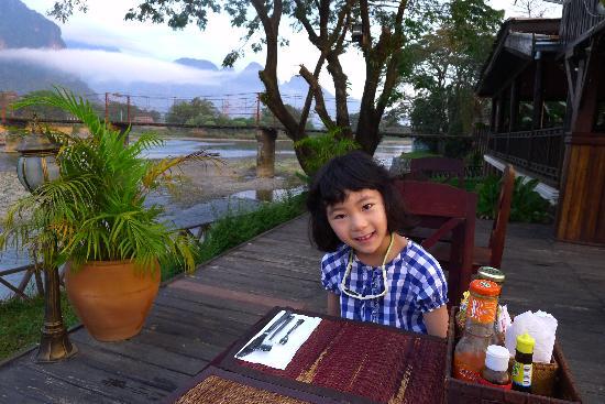Villa Vang Vieng Riverside: 河边早餐