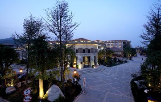 Hill & River Hotel