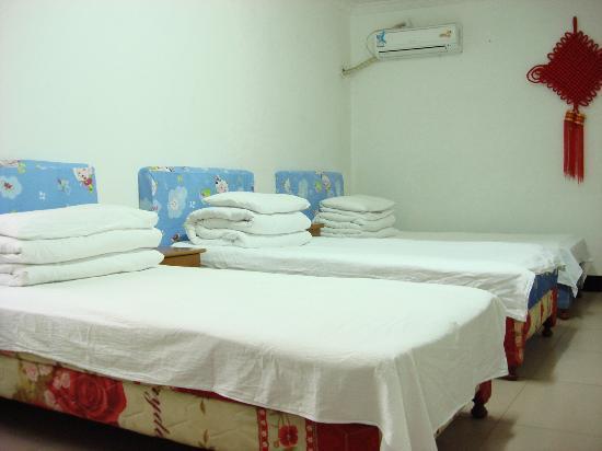 Tingquan Xiaoyuan Hostel: 三人间