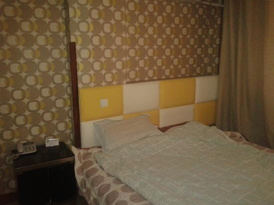 Letu E Jia Chain Hotel: 2012-02-24 16