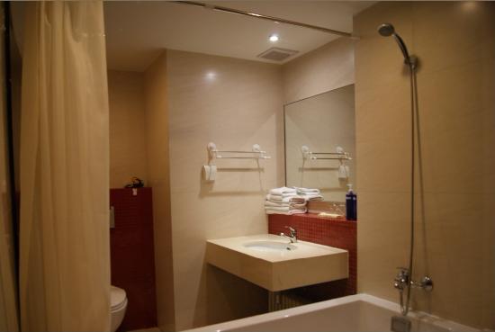 Mingjie Apartment Hotel Dalian Bainianhui: 浴室