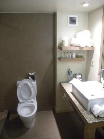 دبل تري باي هيلتون مونروفيا - بسادينا إريا: 酒店卫生间2