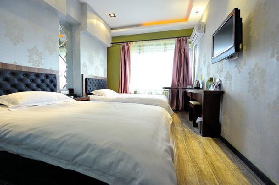 Baofeng Hotel Harbin Xuanhua: 标间