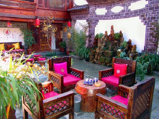 Qiwei Shenghuo Yard Gucheng Branch Inn : 庭院外视图