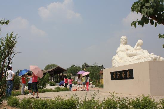 内蒙古自治区托克托县: 黄河上中游分界碑