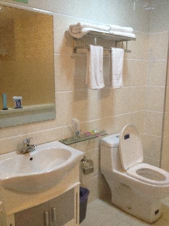 Yihe Express Hotel: 卫生间