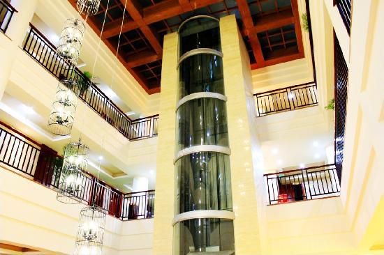 Jinjiang Metropolo Hotel Wuyishan: 观光电梯
