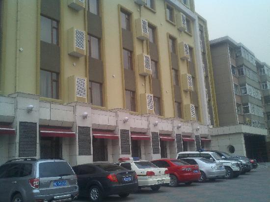 Gongzhuling, China: 2012-04-08_17-02-44_330