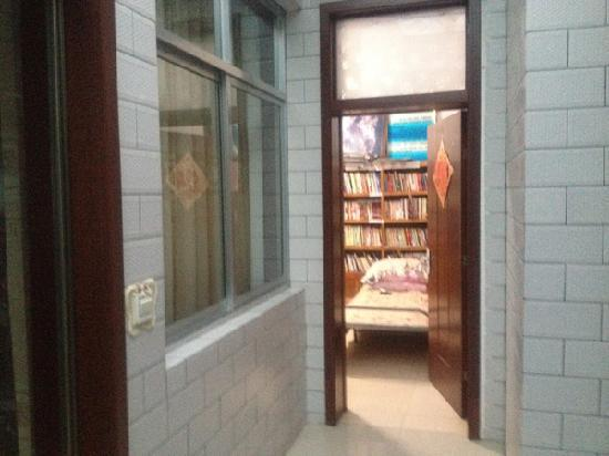 Xiaorenju Farm Inn: 书房:)