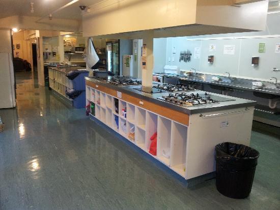 YHA Queenstown Lakefront: 厨房