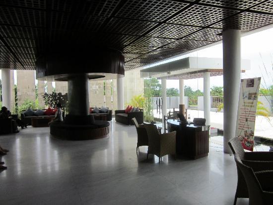 Le Grande Bali: 酒店大堂