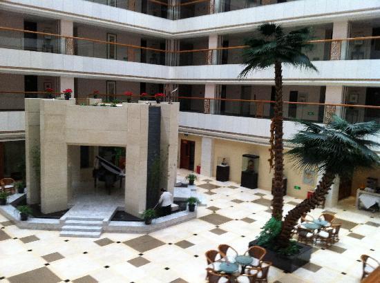 Garden Hotel: 010