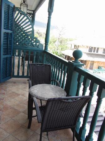 The Rocks Hotel: 一个小缺点,阳台和隔壁基本是连通的