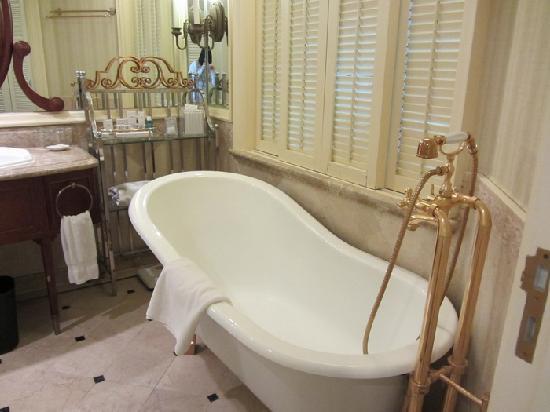 The Rocks Hotel: 梦幻的四脚浴缸