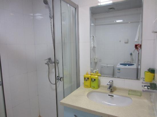 Yijing Huayuan Serviced Apartment: 卫生间